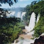 photos gratuites Photographies gratuites des Chutes d'Iguaçu, à la frontière entre le Brésil et l'Argentine. Photos gratuites des cascades, du fleuve Iguassu, de chutes d'eau, vues d'Argentine...