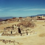 free photos Royalties free photos of Zapotec ruins of Monte Albán, Mexico (Central America). Free photographies of Yucatán. Pictures of archaeological remains: pyramids, Zapotec art, Zapotec statues, pre-Columbian art, Mexican art...
