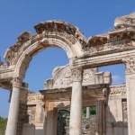 free photos Free photos of the ancient city of Ephesus (Turkey, Asia Minor). Photos of the famous Library of Celsus, the door of Héraklès, the Fountain of Trajan, the theater of Ephesus (Odeon)...